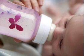 Бутылочка для кормления розовая Бабочка 1шт. (полипропилен) SCF573/13 80035